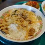 ゲウチャイ - ランチBの鶏バジルご飯小