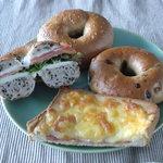 8079807 - チョコバナナベーグル、クロックムッシュ、ベーグルサンド(サーモン&クリームチーズ)、さつまいものベーグル