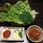 新宿東口 韓国料理 サムギョプサル とん豚テジ - たれとサンチュ