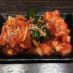 新宿東口 韓国料理 サムギョプサル とん豚テジ - キムチ盛合せ