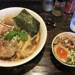 こむぎ - 醤油 味玉中華そば (大)¥910 チャー玉丼 ¥250