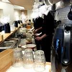 超多加水自家製手揉み麺 きたかた食堂 - 店内