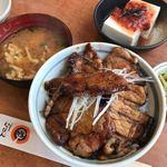 十勝豚丼 いっぴん - 豚丼、梅奴、みそ汁