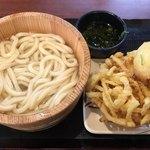 丸亀製麺 - 釜揚げうどん(通常290円→140円) 野菜かき揚げ(130円)