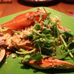 アジアン キュイジーヌ エー・オー・シー - 豪快にトッピングされている渡り蟹