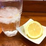 80813106 - レモン絞る