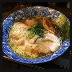 肉厚わんたん麺と手作り焼売 ら麺亭 - 肉厚ワンタン麺 600円