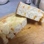 焼きたて食パン専門店 一本堂 - 2018年2月。バターONちーずゆたか。