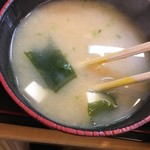 天冨久 - ワカメと豆腐の味噌汁