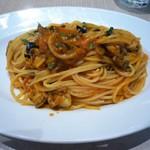 80816849 - 稚貝とトマトソースのスパゲッティ プッタネスカ