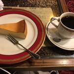 珈琲亭 ルアン - ベイクドチーズケーキとブレンドのセットで790円