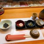 小料理 しゅん - 料理写真:お通しと熱燗