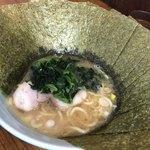 横浜ラーメン はま家 - 醤油ラーメン(麺半分)・ほうれん草増し 海苔増し 790円