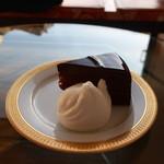 80827968 - チョコレートケーキ