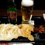 四川麺匠 炎 - 青島ビール、羽根つき焼き餃子