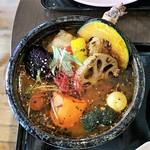 スープカレーと季節野菜ダイニング 彩 - 骨付きチキンの彩スープカレー上