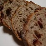 ブーランジェリー 14区 - クランベリーとくるみのパン