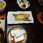 Hiiragiyaryokan - 朝食:湯豆腐