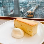80835638 - チーズケーキはしっとりして甘さ控えめ、美味しいです♡