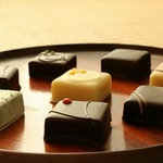 kiki - それぞれ2つづつ、春・夏・秋・冬の、8種類の素材を生かしたチョコレートが楽しめる。