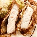 80841060 - ロースカツのお肉は厚く火加減も良いので柔らかいです【料理】