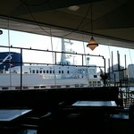 Cafe&dining blue terminal - カウンターから客船ばっちり見えます