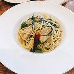 ピッツェリア エ オステリア タッカート - 牡蠣と春菊のオイルソーススパゲッティ