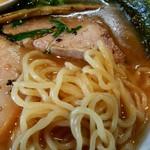 Tentenyuuhirumaya - 中太の縮れ麺と柔らかいチャーシュー