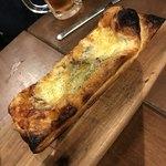 栄 馬肉酒場 馬喰ろう - 馬肉味噌の特製パイピザ 880円