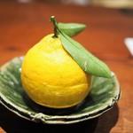 にしぶち飯店 - 杏仁豆腐 三宝柑(中に杏仁豆腐)