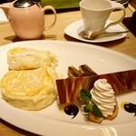 むさしの森珈琲 - リコッタチーズパンケーキベルギーチョコアイスと焼きバナナ ¥980+税