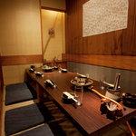 木村屋本店 - こちらも人気の個室。グループに丁度よいです。