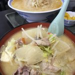 食堂ニューミサ - いつもの豚汁らーめん800¥に大盛り味噌ラーメン