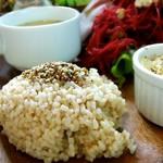 チャヤマクロビ - ふりかけの一工夫が嬉しい玄米♡