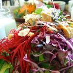 チャヤマクロビ - ヴィヴィッドなお色が美しい〜目でも楽しませてくれるサラダ♡