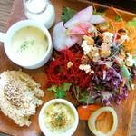チャヤマクロビ - 農園野菜とスーパーフードの15品目のサラダ&デリプレート♡
