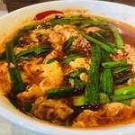 辛麺屋一輪 - 唐辛子とにんにくの旨味スープ!