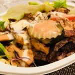 トルコ料理サライケバブ - 肉がたっぷり、ソースの辛さはお好みで!