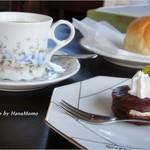 カフェレストラン コルマール - ランチの後のコーヒー+おやつ