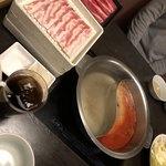 鍋ぞう - プラス200円で、二色鍋にもできます。