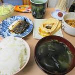 和食堂 まるさ - 料理写真:ふく★ラモーン的チョイス、まるさの朝定食、450円