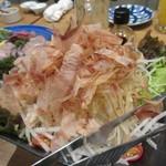 木鶏 - サラダには山盛のかつお節がトッピングされてます。