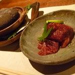 蔵の味 - 知多牛。お肉に味がついてて、酢橘でさっぱり☆石で焼くの楽しい♪