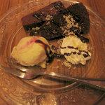 生パスタバカの店 銀座パストディオ - 本日のデザート:バニラアイスとチョコレートケーキ
