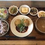 ポッカリ - 料理写真:本日のランチ  メインはサーモンとほうれん草のコロッケを選択