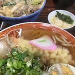 初雪食堂 - 料理写真:他人丼と天ぷら中華そば(2018.02現在)