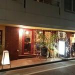 ワインとタパス chachaHana - 本町の商店街
