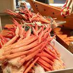 あえの風 - 料理写真:夕食バイキングの蟹食べ放題!