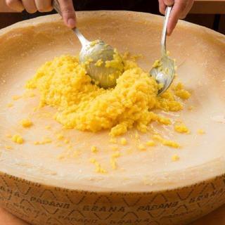 【本場のチーズ】チーズ好き必見!目の前に巨大チーズ