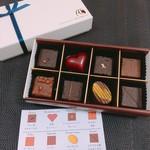 80875037 - ボンボンショコラ   チョコの説明が付いてます